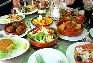 Spanish tapas (Photo: Super Rabbit One, Wiki Commons)